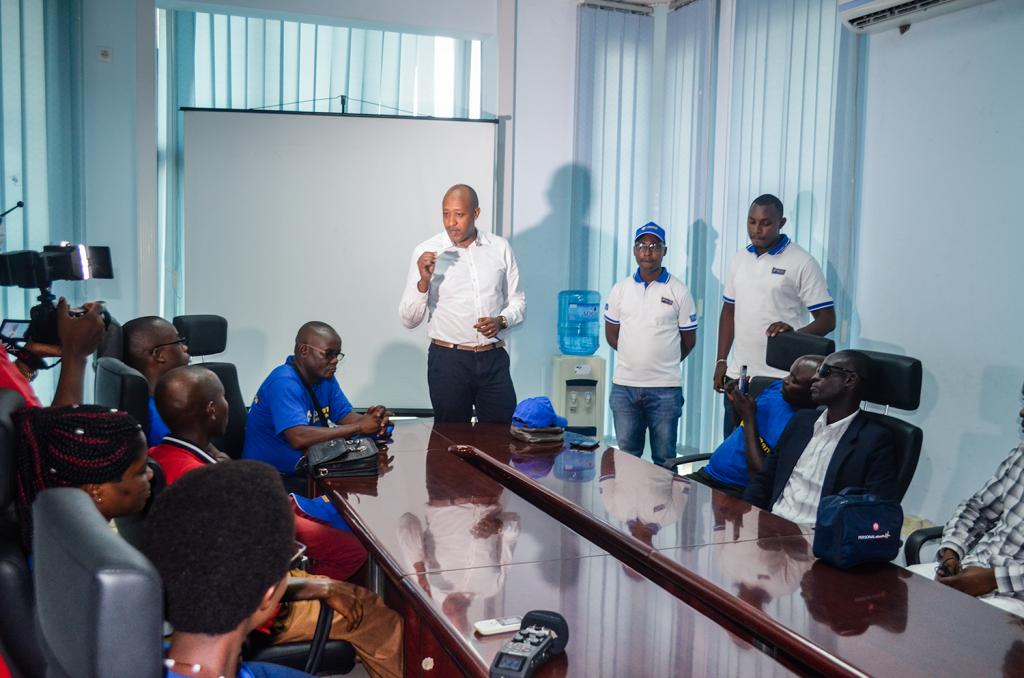 L'ADG de Finbank , Monsieur Joe Dassin Rukundo s'adressant aux Agents