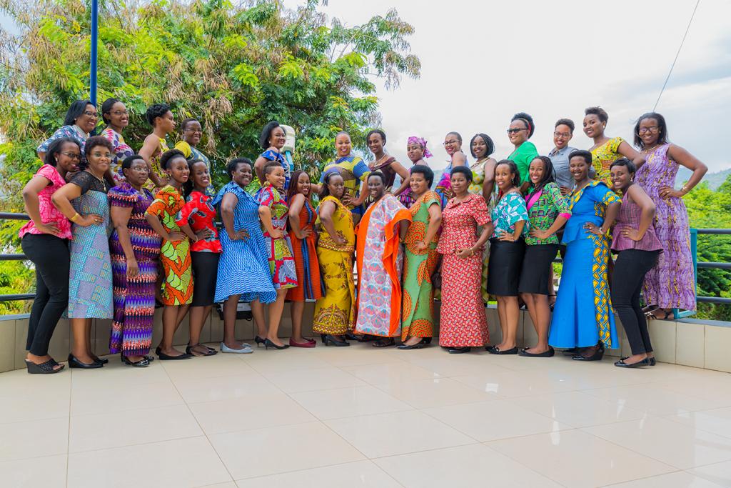 Photo de famille avec ses collègues de la FINBANK le 8 Mars 2018