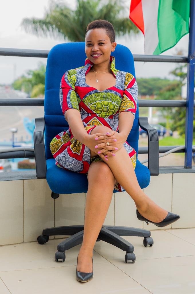 Frida IRAKOZE travaille au sein du département Retail à laFINBANK